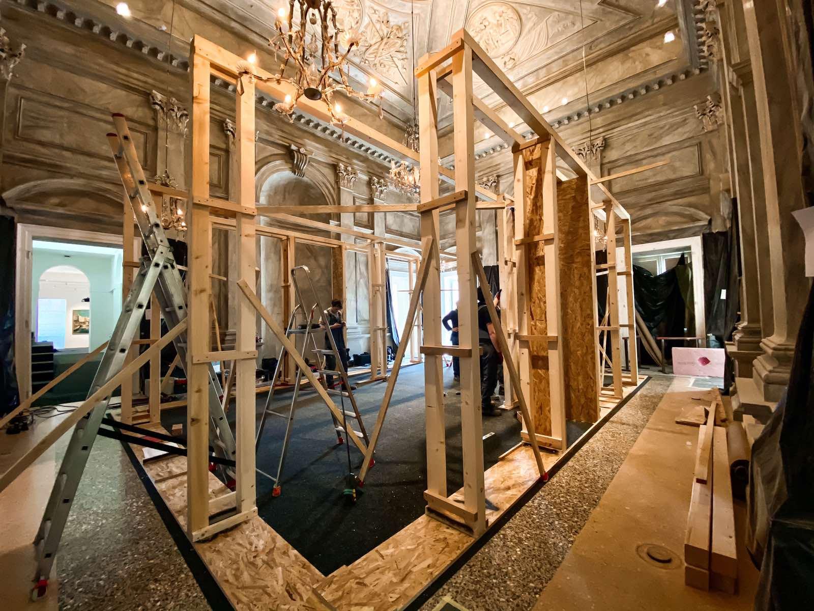 Napreduje konstrukcija za postav izložbe Nepoznati Klimt